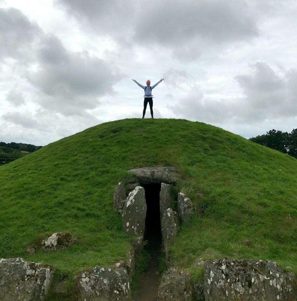Anglesey Coastal Path: Grabhuegel