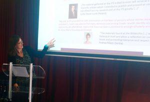 Andrea Löw auf einer Konferenz