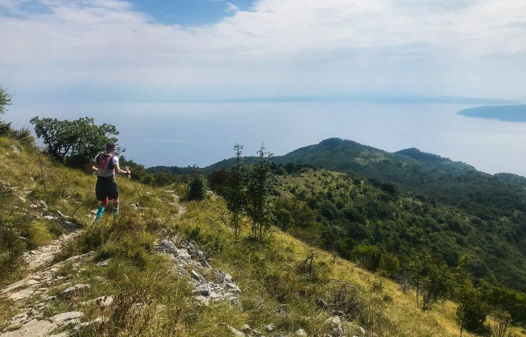 Downhill mit Meerblick beim Ucka Trail