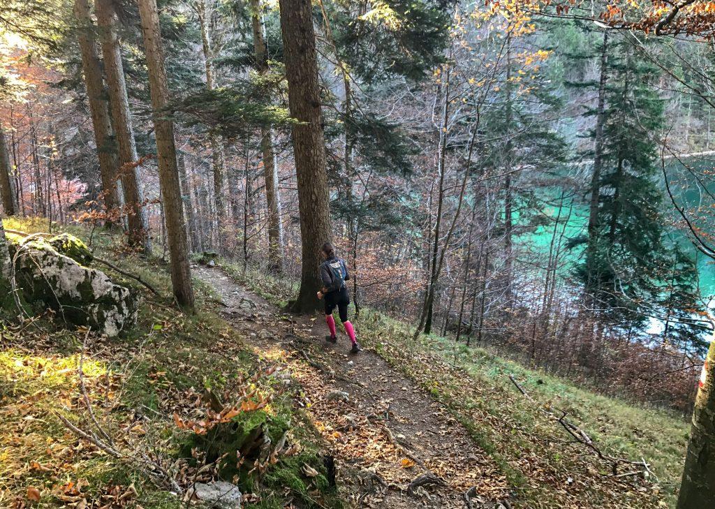 Downhill vor dem Alatsee beim Kini Trail