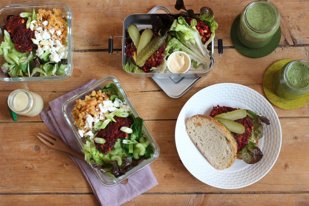 Meal Prep mit Salat und Gemüse