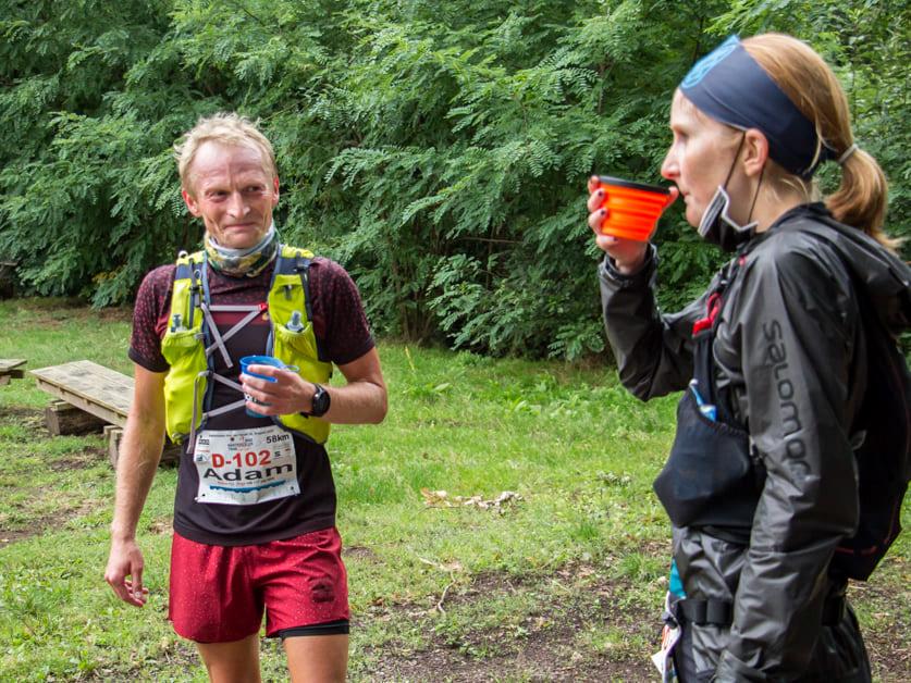 Adam und Svenja an der VP2 beim Hartfüßler Trail 2020