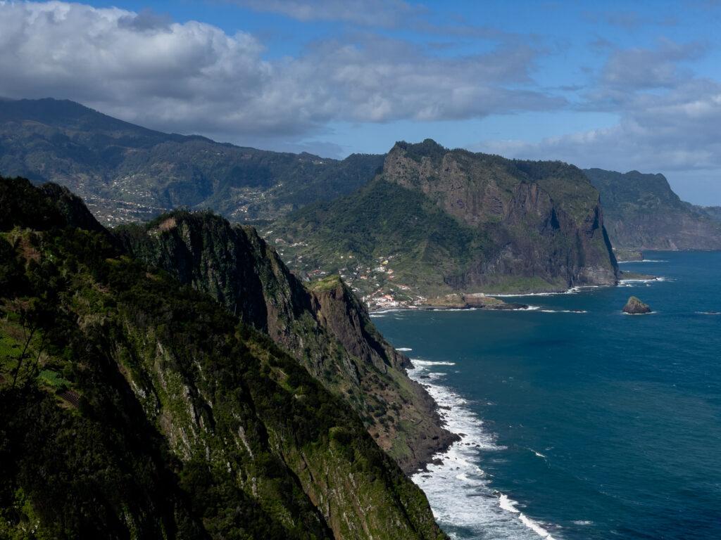 Laufen auf Madeira entlang der Vereda do Larano